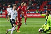 Англичаните се мачеа, па 4-0, Германците славеа во Прага