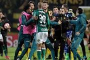 Голема тепачка меѓу играчите и навивачите во Копа Либертадорес